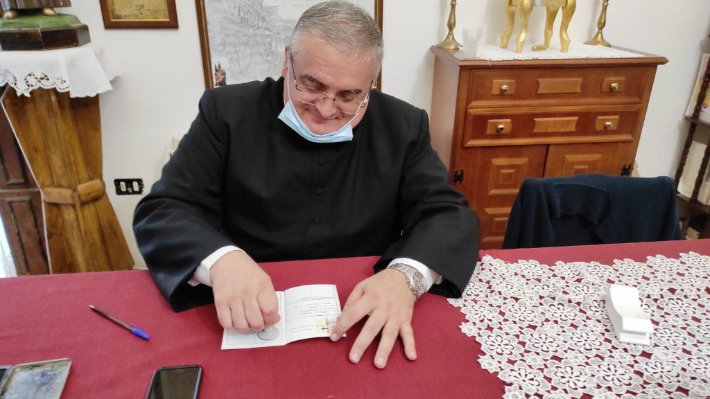 Don Antonio Cipriano timbra le credenziali